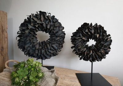 Krans palm petal wreath black (doorsnee ca 40cm)