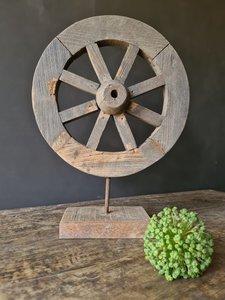 karrenwiel op standaard, houten wiel op standaard